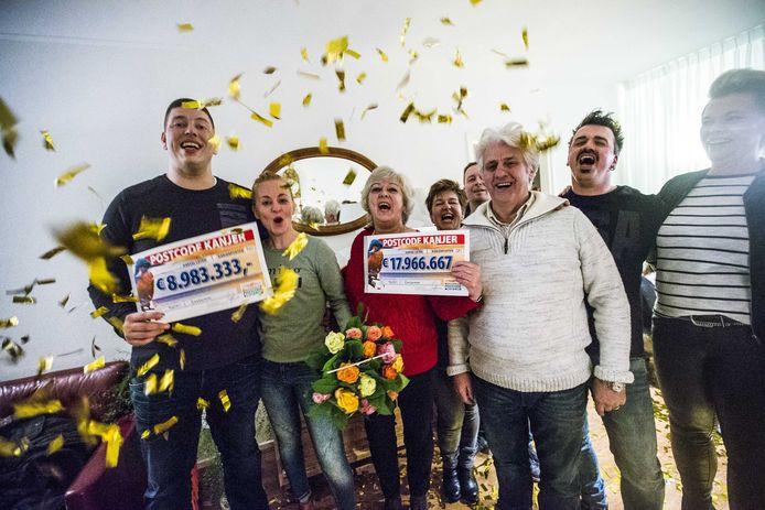 Winnaars van de Postcode Loterij in het Friese dorpje Eastermar.