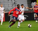 Jonathan Ikone namens Lille in actie tegen Montpellier.