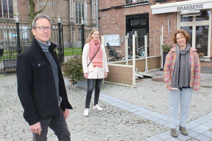 Piet Smessaert (links) met achter hem opvolgster Femke Deroo en rechts frontvrouw Mieke Schauvliege.