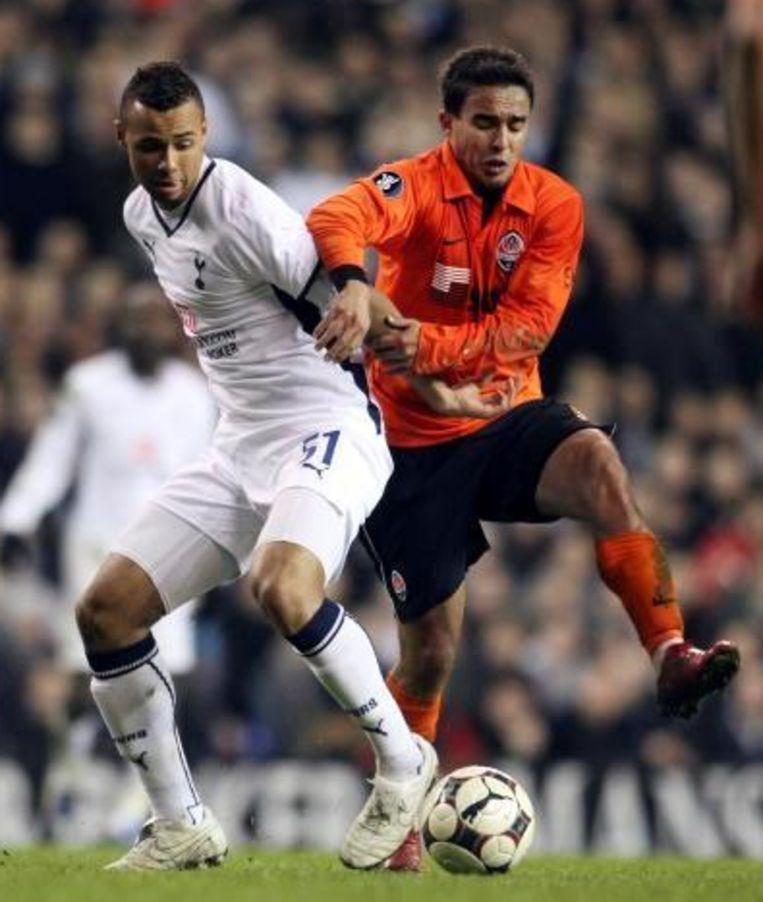 Shakhtar-ster Jadson (r) stak vorig jaar de allerlaatste Uefa Cup omhoog. Beeld UNKNOWN