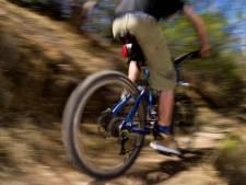 Staatsbosbeheer praat met wielerclubs in Twente over 'foute fietsers'