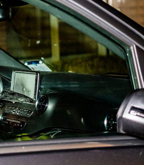 Tilburger (33) die in taxi met wapen schoot meldt zich op politiebureau