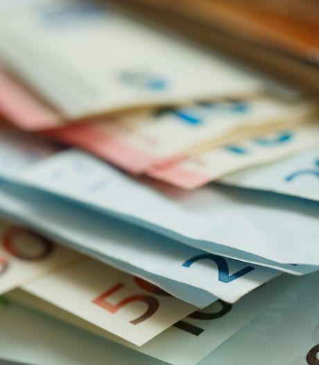 Inwoners van Rheden geven in een jaar tijd voor bijna 90.000 euro cheques uit aan projecten in de wijk