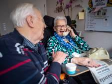 Streektaal onmisbaar voor ouderen in de zorg: 'Een paar woorden Twents en Annie is weer thoes'