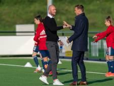 FC Twente-trainer haalt uit: 'Het benaderen deze week van onze speelsters is Ajax-onwaardig'