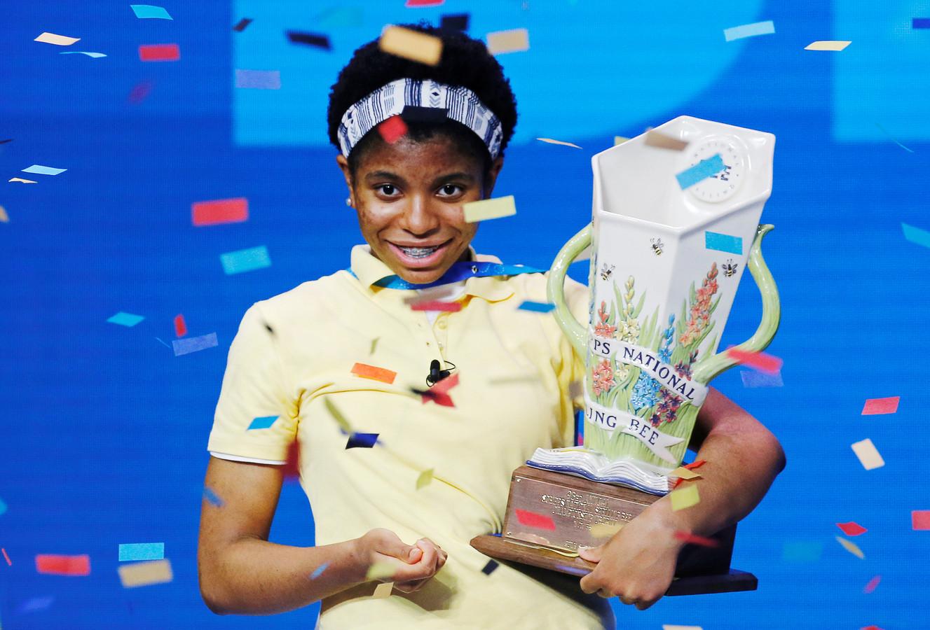 Zaila nam de trofee trots in ontvangst.
