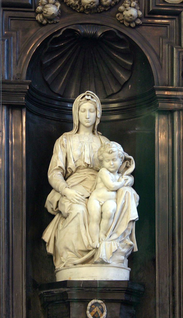 Michelangelo's 'Madonna met kind' in de Onze-Lieve-Vrouwekerk. Beeld RV