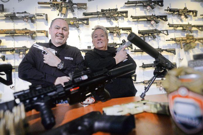 Hans Wigger en zijn vrouw Jolanda Elferink in de winkel Bunker 501.