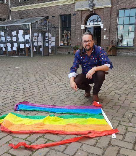 Jongeren stelen regenboogvlaggen in Kampen en uiten agressieve taal op video: gescheurde vlag gevonden