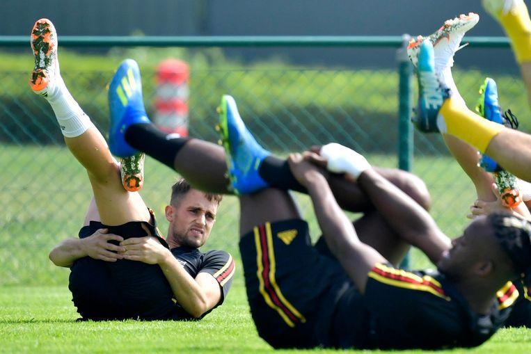 Adnan Januzaj stretcht tijdens de training in Tubeke. Hij mag voor de tweede keer mee naar het WK. Beeld Photo News