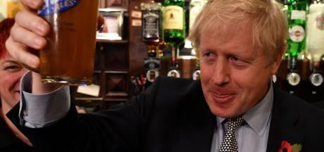 Terrassen, winkels en sportscholen gaan weer open in Engeland, ook Boris gaat 'een pint drinken'