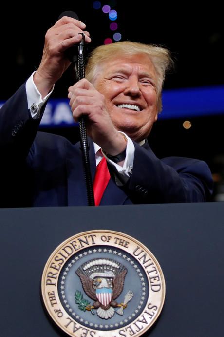 Trumps campagne-aftrap in Florida trekt duizenden voor- en tegenstanders