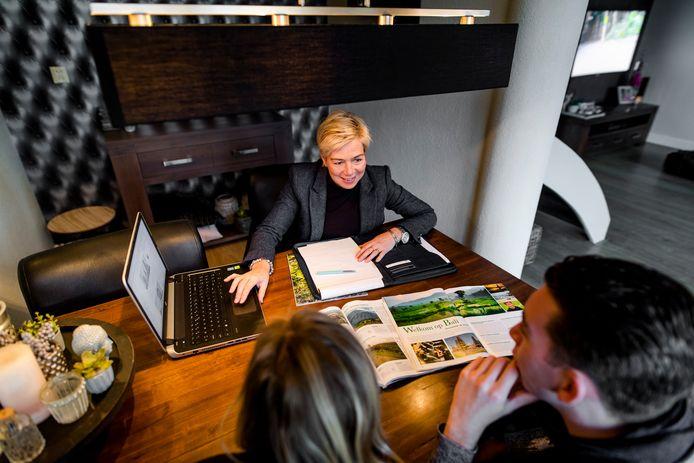 Anita Jansen, zelfstandig reisadviseur met mobiel reisbureau The Travel Company.