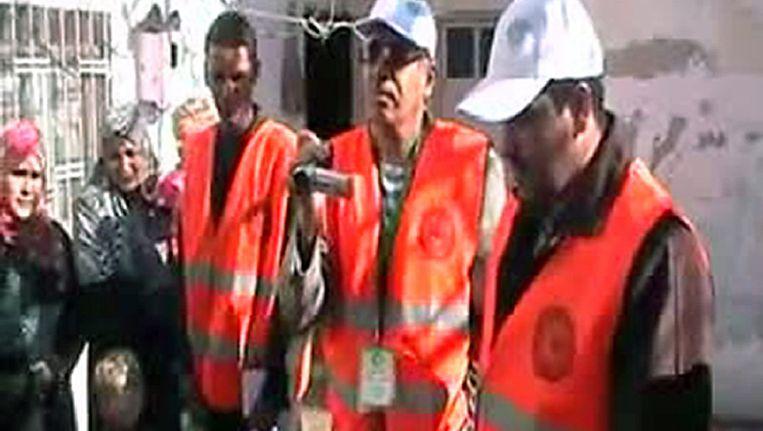 Waarnemers van de Arabische Liga aan het werk in Syrië. Screenshot van een filmpje op YouTube. Beeld afp