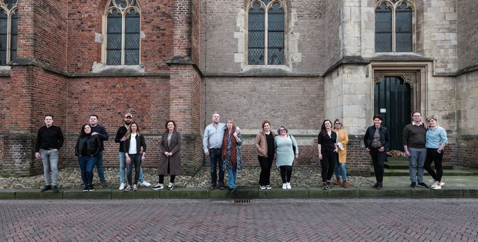 Vlnr: Roy Heesen (Las Fritas), Rick Hartemink en Tamara Jansen (Wunderbar), Frans Migchelsen en Bianca Wolters (De Duif Mannenmode), Inez Lückman (Lückman), Joost van Rooijen en Ivonne Bexkens (Stad Münster), Sophia Vieira en Isa Paleta (Talamini) , Carlijn Kiekebosch en Gonnie Lievers (De Zwaan), Venice Oonk-Janssen (Puur Passie), Wouter van den Mosselaar en Maaike Wennekes (De Revolutie)