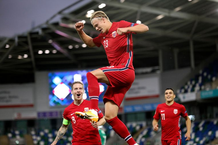 Haaland viert een goal uitbundig, Noord-Ierland - Noorwegen, 5 september 2021. Beeld AP