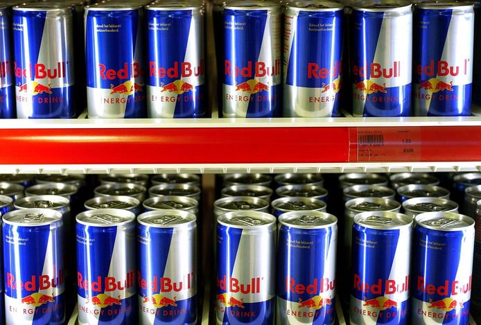 Een lading cafeïne en negen klontjes suiker per blikje energiedrank.
