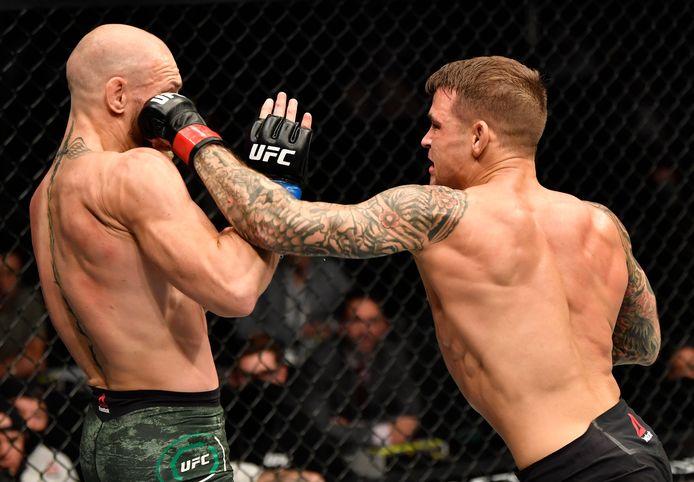 Dustin Poirier (rechts) in gevecht met  Conor McGregor