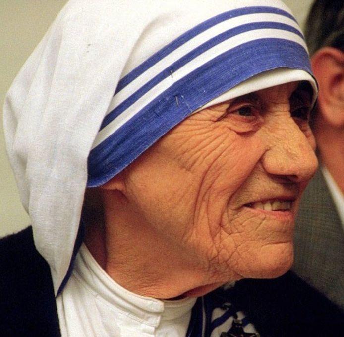 Wie Moeder Teresa ziet, wordt onbewust geprikkeld 'het goede te doen', is de theorie.