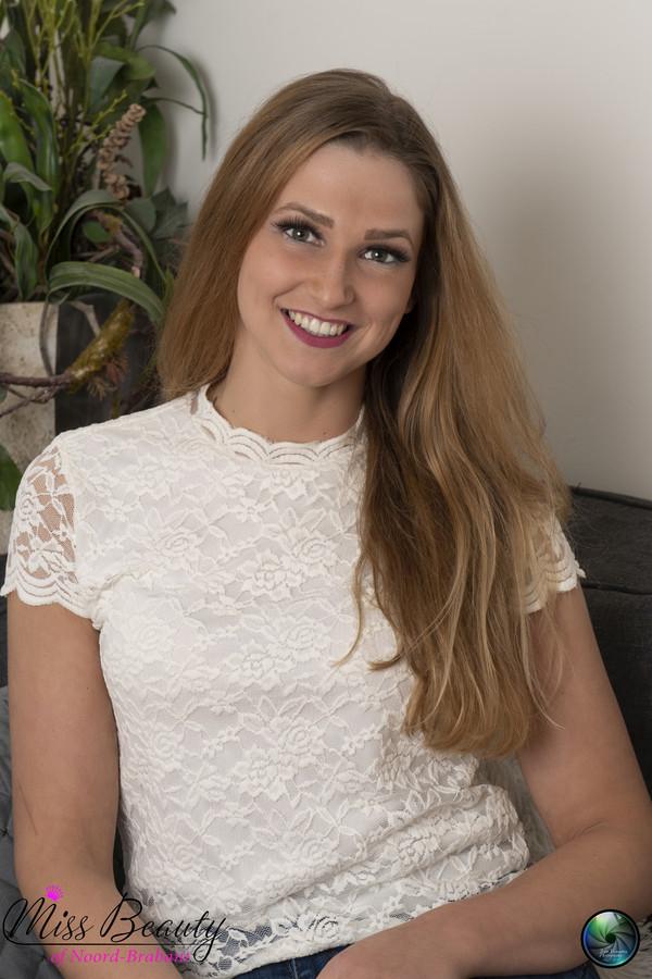 De Roosendaalse Corrie van Leerzem is finalist van Miss Beauty of Noord-Brabant.