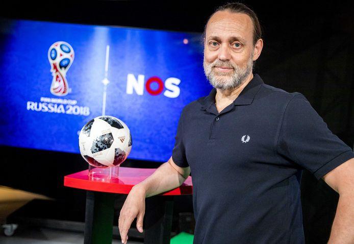 Hugo Borst tijdens een perspresentatie van het WK-programma bij de NOS.