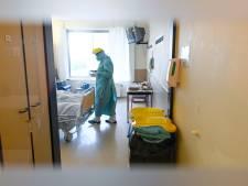 Les contaminations toujours en baisse, plus de 900 patients désormais aux soins intensifs