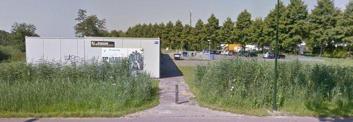 De scouting van Oisterwijk bivakkeerde jarenlang in noodlokalen langs de Moergestelseweg.