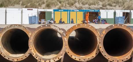 Opspuiten stranden bij Zoutelande en Westkapelle nét op tijd klaar voor het toeristenseizoen