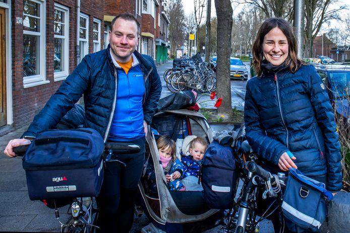 In zes weken heel Nederland rondfietsen met twee jonge kinderen van 1 en 3 jaar oud en overnachten in een tent. Menig ouder zal er niet aan moeten denken, maar Janpeter en Lilian Stoker uit Utrecht zien het als een groot avontuur.