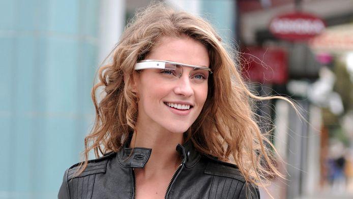 Project Glass van Google toont allerlei informatie, zoals over de omgeving, of tekstberichten..