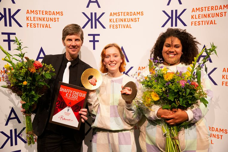 De finalisten van het Amsterdams Kleinkunst Festival: Farida Laan, Laura Bakker en Isabelle Kafando. Beeld Anne van Zantwijk
