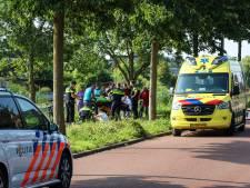 Jongen op fiets komt ten val en raakt gewond
