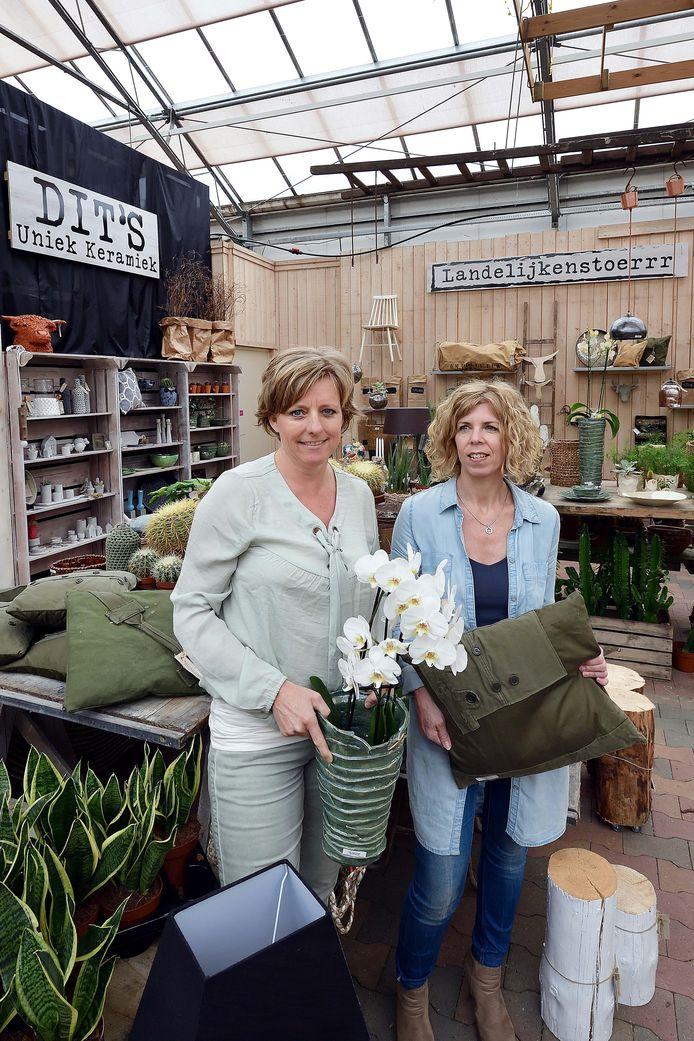 Edith van Ekeren (l, keramiek)  en Angela de Kam (woondecoratie).