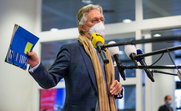 Burgemeester John Jorritsma van Eindhoven arriveert maandag bij het Veiligheidsberaad in Utrecht