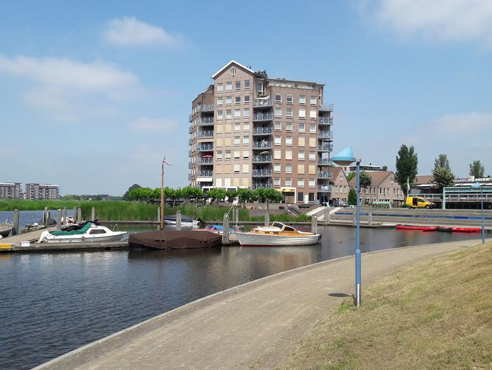 De havenkom van Hardenberg anno 2019, met rechts toenmalig café Docks.