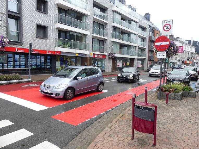 In de Tolpoortstraat werd in september al een afslagstrook voorzien voor het verkeer dat links wil afslaan richting Gent.