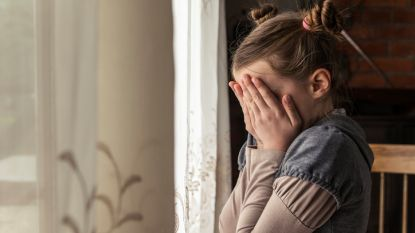 Koppel legt seksueel misbruik van eigen kinderen vast op talloze foto's en video's: 18 en 10 jaar cel