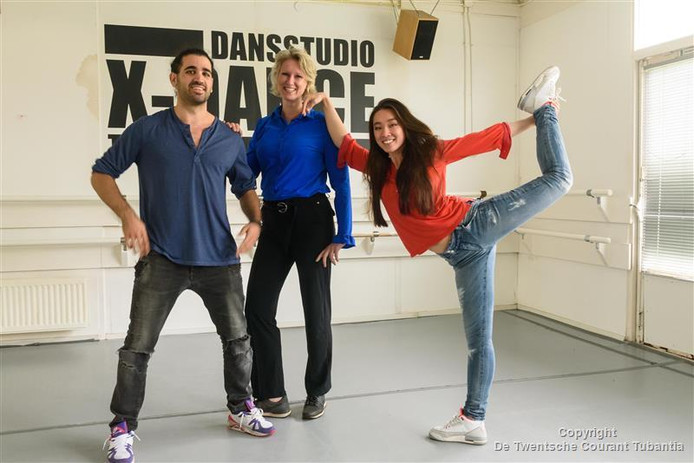 Professioneel dansers Hani Andary en Esmee Cornet  hebben de dansschool X Dans overgenomen van oprichtster Ank  Niemeijer (midden