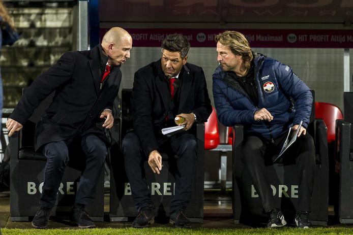 Willem II-trainer Reinier Robbemond, assistent-trainer Dogan Corneille en keeperstrainer Harald Wapenaar voor aanvang van Willem II - PSV.