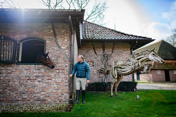Willem Greve is niet alleen succesvol springruiter, hij runt ook zijn eigen handelsstal en dekhengsterij. Een combinatie, die van een topsporter ook een topondernemer maakt.