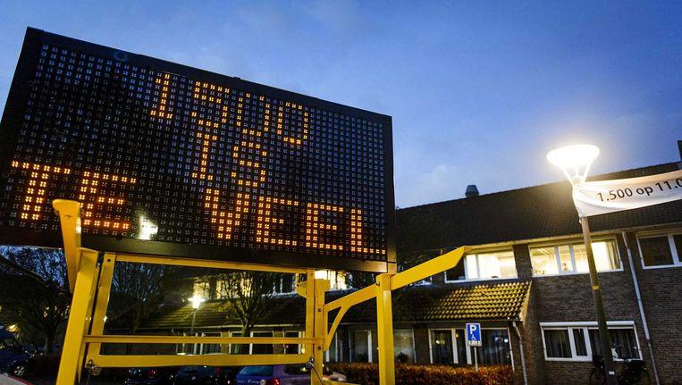 Een bord bij het gemeentehuis. In Geldermalsen komt voorlopig geen asielzoekerscentrum voor 1500 vluchtelingen. Beeld anp