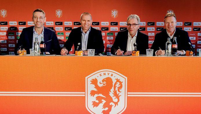 Jan Dirk van der Zee, Nico-Jan Hoogma, Eric Gudde en Ronald Koeman ondertekenen de contracten.
