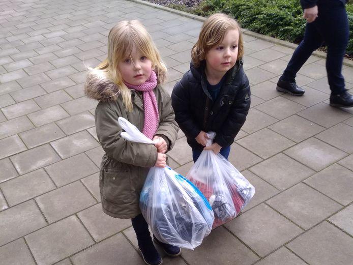 VBS De Knipoog houdt Bag2school actie.
