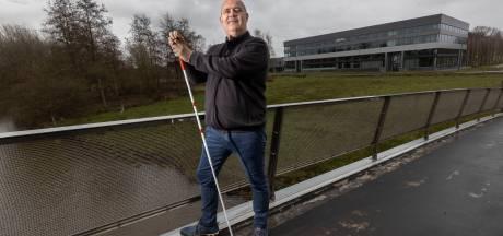 Eindhovense VVD-wethouder Marcel Oosterveer maakt rentree nadat hij vorig jaar bijna blind werd