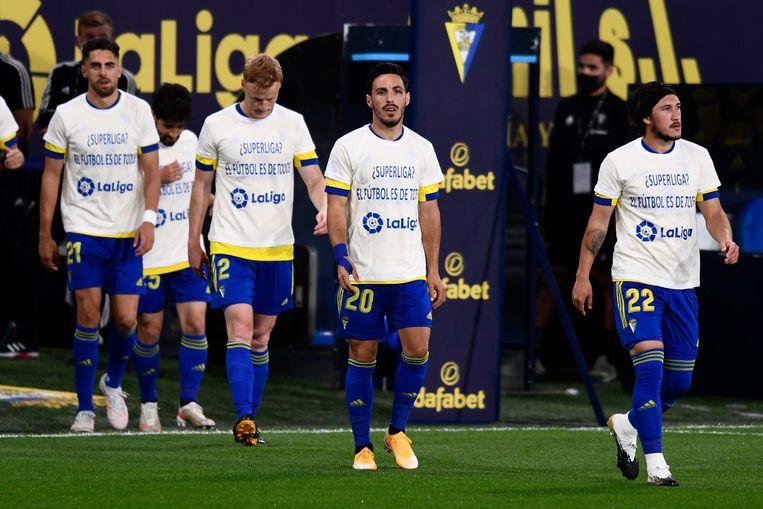 Spelers van Cadiz droegen afgelopen week shirts met een statement tegen de Super League. Beeld AP