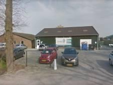 Pluimveebedrijf Smits in Rijen verwijdert illegale bouwsels van terrein, na dreiging dwangsom
