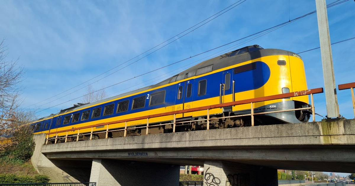 Aanrijding ontregelt treinverkeer in Oost-Nederland: extra drukte op alternatieve routes.