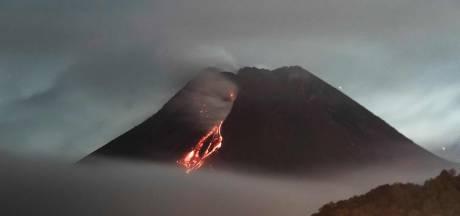 Le volcan indonésien Merapi entre de nouveau en éruption