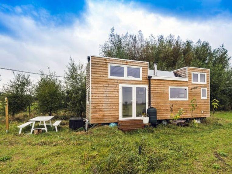 Een tiny house op het platteland. Beeld Marc Soubron