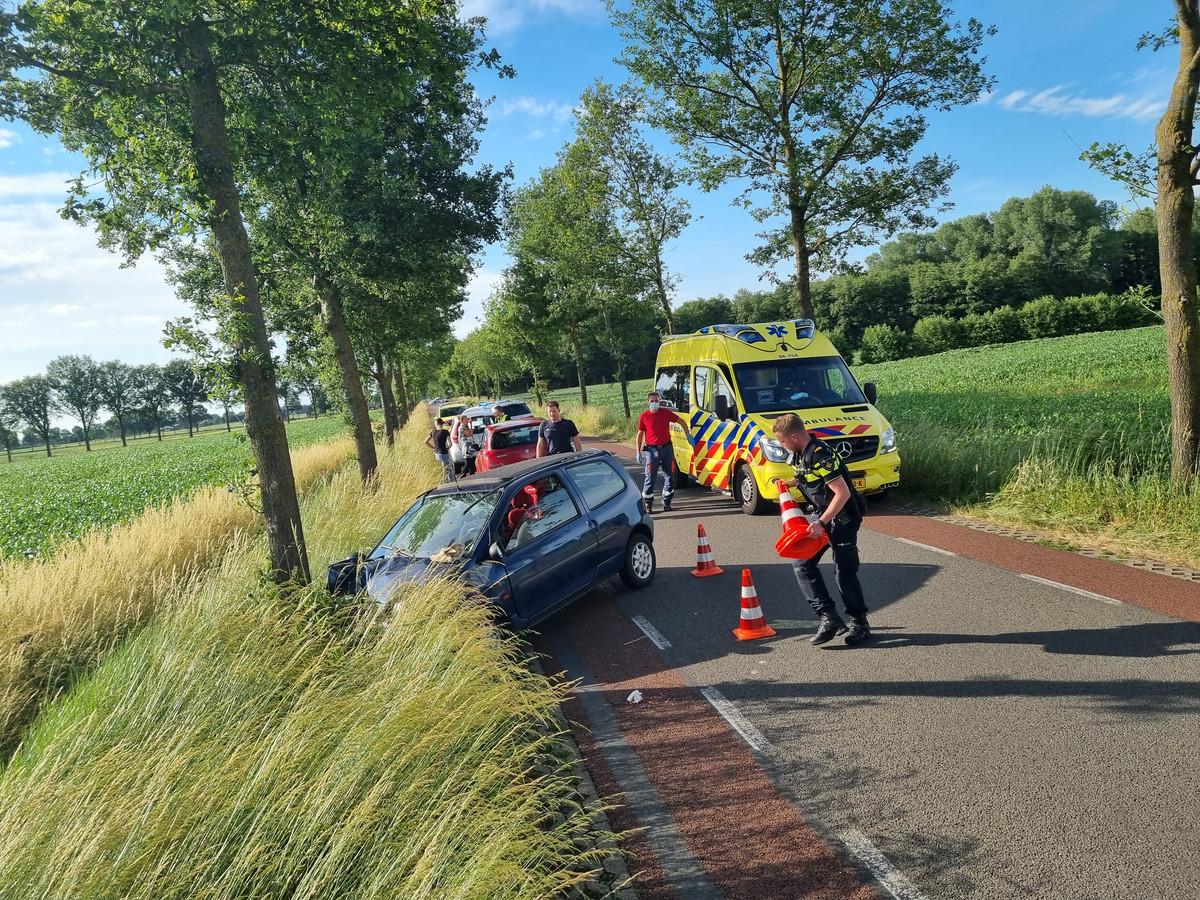 Een man en drie kinderen raakten bij het ongeluk gewond.